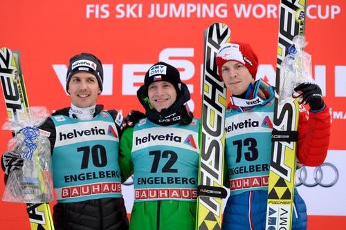 Das Podest vom Sonntag: Der Schweizer Simon Ammann (2. Platz), Sieger Roman Koudelka aus Tschechien und Michael Hayboeck aus Österreich (3. Platz). (Bild: Keystone / Urs Flüeler)