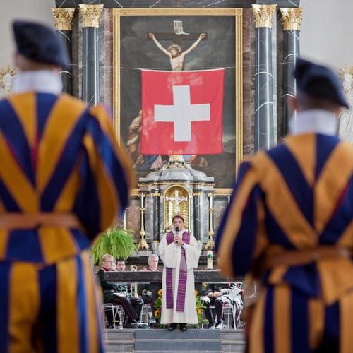 Felix Gmür, Bischof von Basel bei der Festpredigt. (Bild: Pius Amrein (Neue LZ))