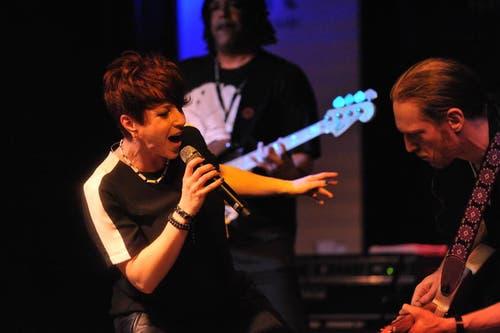 """Robin McKelle und ihre Band The Flytones brachten den Soul in den """"Schlüssel""""-Saal. (Bild: Urs Hanhart / Neue LZ)"""