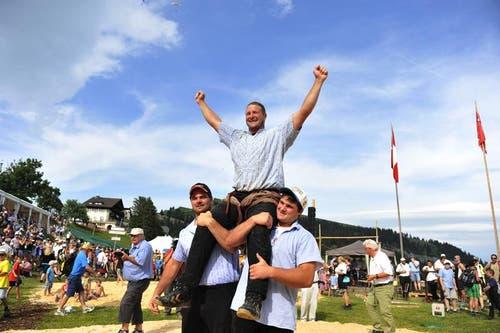 Andreas Ulrich ist Sieger des Bergkranzfestes auf Rigi Staffel. (Bild: Dominik Wunderli / Neue LZ)