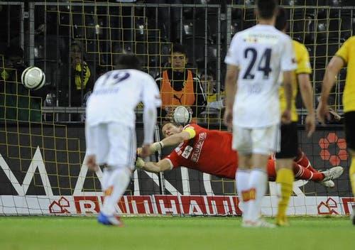 Daniel Gygax trifft mittels Penalty zum 2:2 Endstand. (Bild: PD)