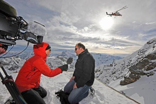 Ingenieur Roger Waser beim Fernseh-Interview. (Bild: Eveline Beerkircher/Neue LZ)