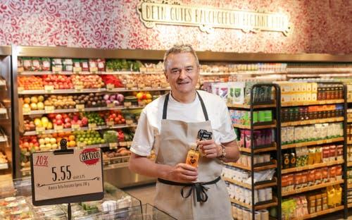 «Wir haben uns überlegt, was sind die Trends und was sind die Bedürfnisse der Kundschaft», sagt Joos Sutter, Vorsitzender der Coop-Geschäftsleitung. Vor allem vegetarische und vegane Produkte würden einen unheimlichen Boom erleben. «Wir hatten mit der Produktelinie Karma grossen Erfolg. Als Krönung haben wir entschieden, einen Laden zu machen in dem man sich mit dem Tagesbedarf an vegetarischen oder veganen Produkten eindecken kann», so Sutter weiter. (Bild: PD)