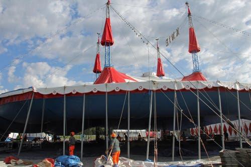 Das Zelt wird in dieser Saison 43 Mal ab- und wieder aufgebaut. (Bild: René Meier / Luzernerzeitung.ch)