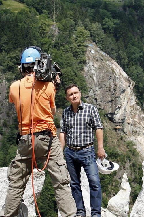Das Schweizer Fernsehen (hier Oliver Bono) überträgt live. (Bild: Keystone/Urs Flüeler)