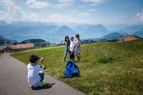 Asiatische Reisegruppe (Bild: Roger Grütter/Neue LZ)
