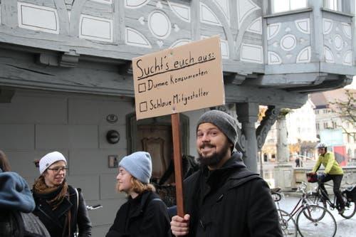 Protestaktion vor dem Regierungsgebäude (Bild: Ramona Geiger / luzernerzeitung.ch)