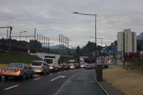 6. Oktober: In der Stadt Luzern ist der Verkehr komplett zusammengebrochen. VBL-Busse waren teils mit bis zu 60 Minuten Verspätung unterwegs. Grund für den Megastau war das neue Verkehrsregime am Seetalplatz in Emmenbrücke. Dieses war zu diesem Zeitpunkt noch provisorisch und wurde nach dem Chaos weiter angepasst. (Bild: Stefanie Nopper / Luzernerzeitung.ch)