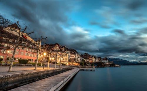Unter Altstadt Zug mit schöner Stimmung. (Bild: Daniel Hegglin)