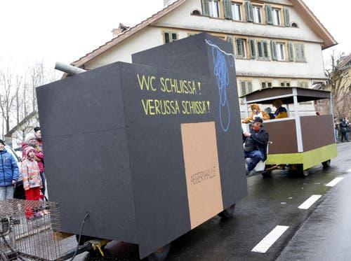 Schwimmbad Aegeri mit WC-Problem. (Bild: Werner Schelbert (Allenwinden, 10. Februar 2018))