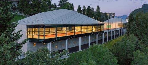 Aussenansicht der Tennisplätze. Die Gebäude sind vollklimatisiert und zu 100% aus Schweizer Holz gebaut. (Bild: PD)