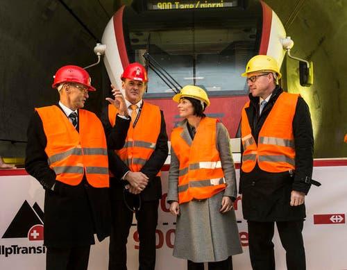 16. Dezember: Erstmals passierte ein Zug das bereits fertiggestellte Teilstück des Gotthard-Basistunnels zwischen Bodio und Faido mit der Spitzengeschwindigkeit von 160 Stundenkilometern. Verkehrsministerin Doris Leuthard war auch anwesend.