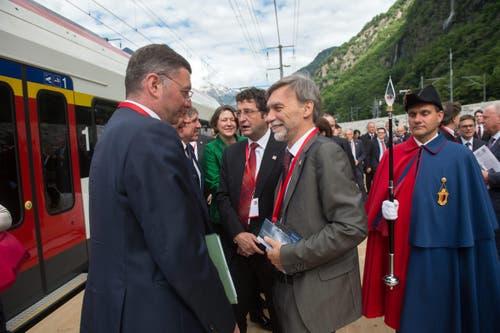 Der italienische Transportminister Graziano Delrio (Mitte), bei der Ankunft auf dem südlichen Festgelände. (Bild: Keystone / Gabriele Putzu)