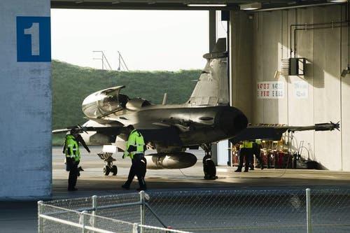 Der Gripen wird in der Airbase Emmen zu einem Testflug bereitgemacht. (Bild: Keystone)