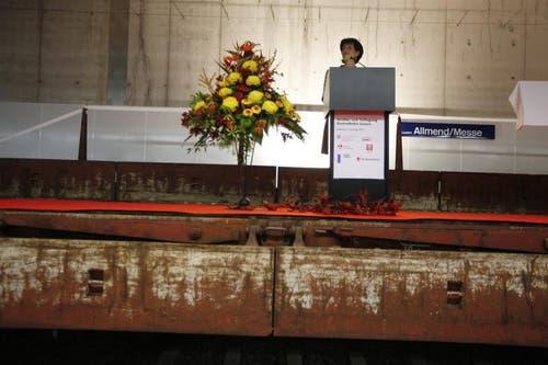 Bundesrätin Doris Leuthard, Vorsteherin des UVEK, spricht an der Eröffnung des Doppelspurausbaus und Tieflegung der Zentralbahn, in der neuen Haltestelle Allmend/Messe in Luzern. (Bild: Keystone)
