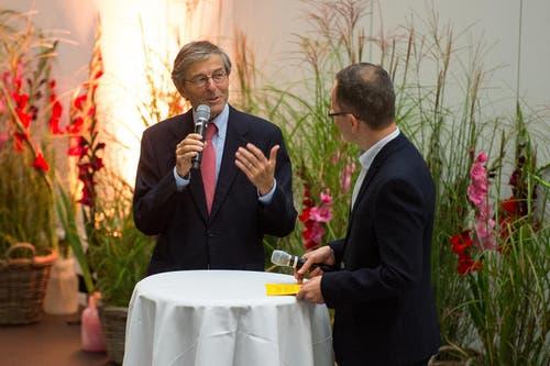 Auch Altrektor Paul Richli (links) ist in die Eröffnung eingebunden. (Bild: Dominik Wunderli / Neue LZ)