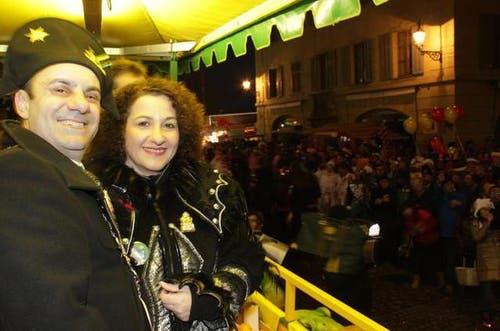 3. März 2014: Wey-Tagwache mit dem Zunftmeister Giulio Capasso und seiner Frau. (Bild: Stefanie Nopper / luzernerzeitung.ch)