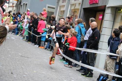 Jungen der Kategorie U14 am Luzerner Stadtlauf. (Bild: Ramona Geiger / luzernerzeitung.ch)