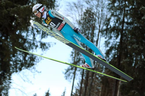 Simon Ammann bei einem Sprung am Samstag, 21. Dezember 2013. (Bild: Philipp Schmidli (Neue Luzerner Zeitung))