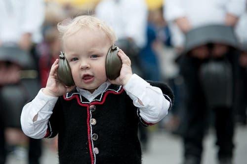 Wenn es rund um die Äntlibuecher Heimat-Trychler Escholzmatt zu laut wird, schafft ein Gehörschutz Abhilfe. (Bild: Pius Amrein / Neue LZ)