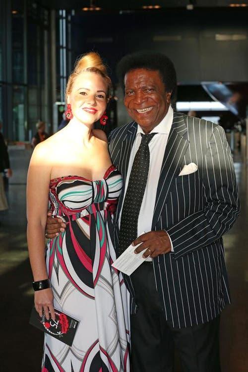 Entertainer Roberto Blanco mit Ehefrau Luzandra Strassburg. (Bild: Philipp Schmidli)