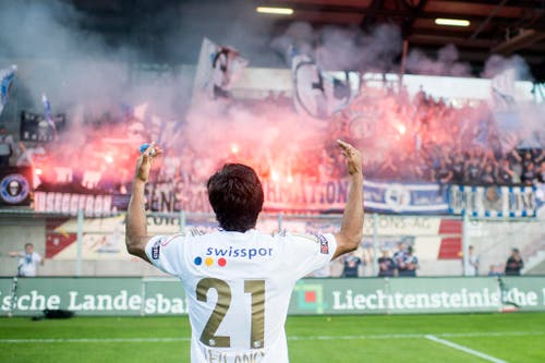 Dario Lezcano jubelt nach dem 2:0-Sieg beim FC Vaduz am 16. Mai 2015 im Rheinpark Stadion. (Bild: Keystone / Ennio Leanza)