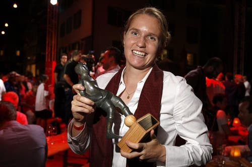 Esther Staubli gewinnt den Award 'Referee Performance of the Year' (Bild: Keystone)