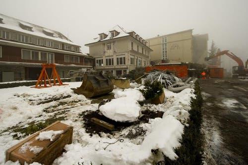 Hier entsteht das Kerngebäude des neuen Bürgenstock-Resorts. (Bild: Keystone)