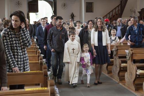 Weisser Sonntag mit den Erstkommunikanten in Wolfenschiessen. (Bild: Edi Ettlin)