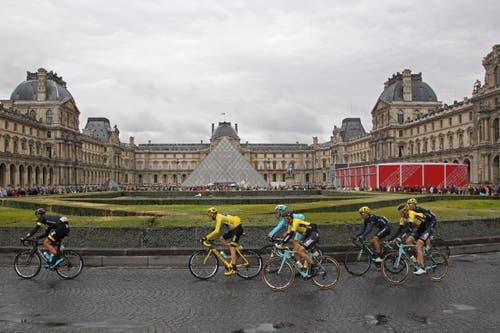 Die Sehenswürdigkeiten in Paris dürfen auf der letzten Etappe nicht fehlen: Louvre (Bild: Thibault Camus)