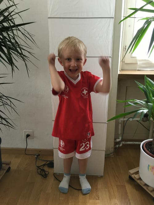 Julian ist im Fussball Fieber (Bild: Gabi Rebmann, Kriens)