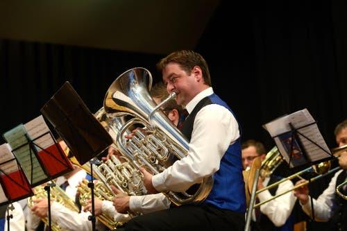 Marbacher Feldmusik beim Auftritt in der Festhalle (Bild: Nadia Schärli / Neue LZ)