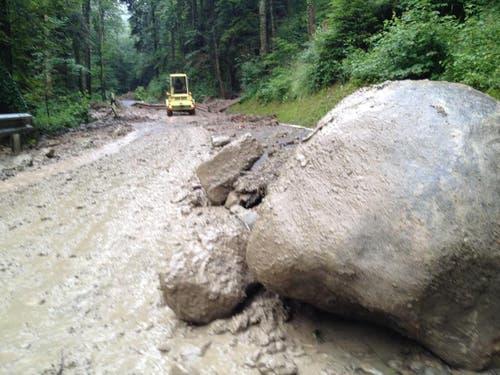 Die Strasse ins Eigenthal ist gesperrt. (Bild: René Meier / luzernerzeitung.ch)