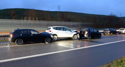 Eine Autofahrerin wird leicht verletzt. Sachschaden: 60'000 Franken. (Bild: Luzerner Polizei)