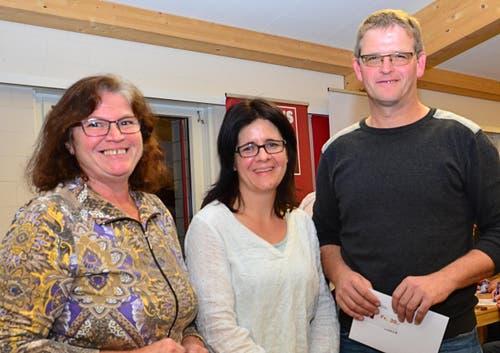 Finalisten aus Hünenberg: Ingrid Neuhaus, Yvonne Isabel und Hanspeter Huber. (Bild: Claudia Surek)
