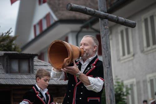 Ein Mitglied des Jodlerklubs Schüpfheim beim Betruf. (Bild: Pius Amrein / Neue LZ)