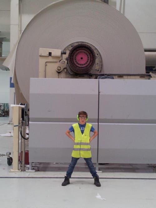 Alessio vor der Papieraufwicklung der Papiermaschine 7 - eine der grössten Zeitungsdruckpapiermaschinen der Welt. (Bild: Giorgio Pantaleoni)