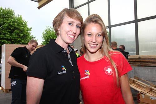 Laura Müller, Bekleidungsgestalterin aus Sarnen, mit ihrer Expertin Nicole Leyssing-von Ah aus Kriens. (Bild: pd)