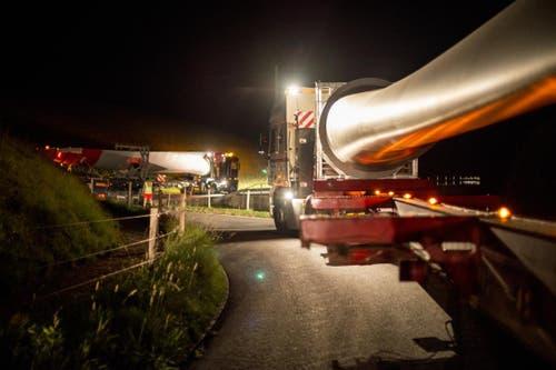 Impressionen des Transportes der Rotorblättern für das Windkraftwerk der CKW. Die Aufnahmen entstanden zwischen Neukirch und Finsterwald. (Bild: PD)