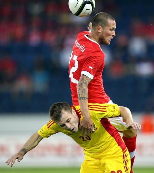 Michel Morganella (oben) gegen Alexandru Maxim. (Bild: Philipp Schmidli / Neue LZ)