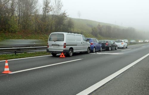 12.11.2015: Auffahrunfall mit vier Autos in Buchrain. Verletzt wurde niemand. Sachschaden: 20'000 Franken. (Bild: Luzerner Polizei)