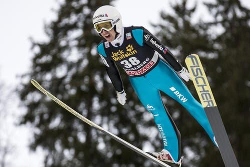 Der Schweizer Simon Ammann springt am Samstag auf Platz 21. (Bild: Keystone / Alexandra Wey)