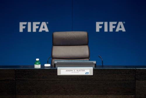 Sepp Blatter wird als Fifa-Präsident suspensiert und für 8 Jahre gesperrt (21. Dezember). (Bild: Keystone / Ennio Leanza)