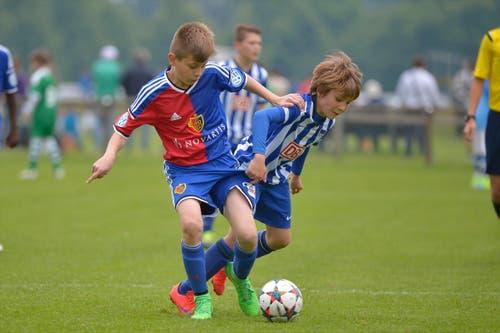 Ein weiteres Duell im Spiel der Junioren des FC Basel 1893 gegen Hertha BSC Berlin. (Bild: Martin Meienberger)