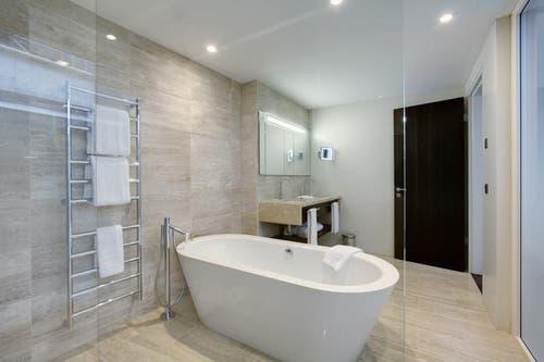 03.08.2014: So sehen die Residenz-Suiten aus. Blick ins Bad einer Musterwohnung. (Bild: Bürgenstock Resort)