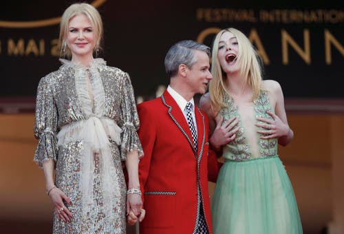 Nicole Kidman (links), Regisseur Cameron Mitchell und die Schauspielerin Elle Fanning haben ihren Spass. (Bild: EPA/Ian Langsdon)