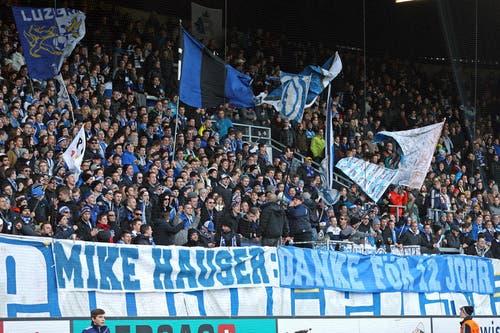 Die FCL Fans bedanken sich beim abtretenden Präsident Mike Hauser. (Bild: Philipp Schmidli / Neue LZ)