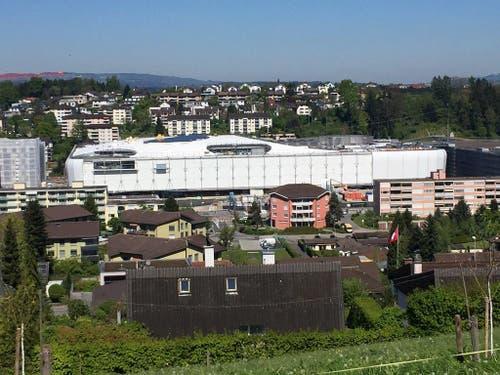 Blick auf die Mall of Switzerland mit dem Freizeitcenter (links), dem Shopping-Komplex (und dem Parkhaus (rechts). (Bild: René Meier (Ebikon, 30. April 2017))