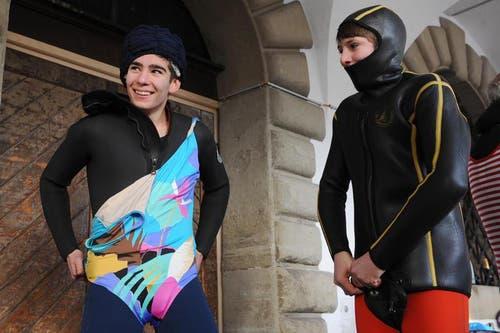 Die Schwimmer gehen das Jubiläum mit dem Retro-Look irgendwie auch fasnächtlich an. (Bild: Boris Bürgisser / Neue LZ)