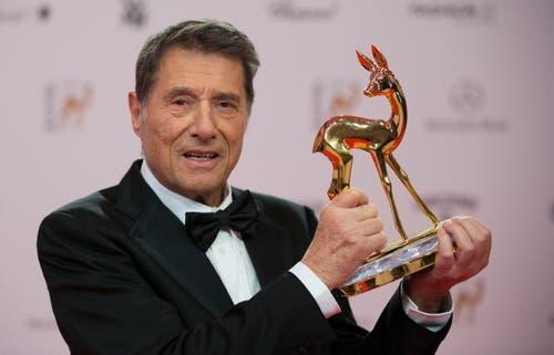 Am 15. November 2013 bekommt Udo Jürgens einen Bambi überreicht - einen von vielen Preisen. (Bild: Gero Breloer)